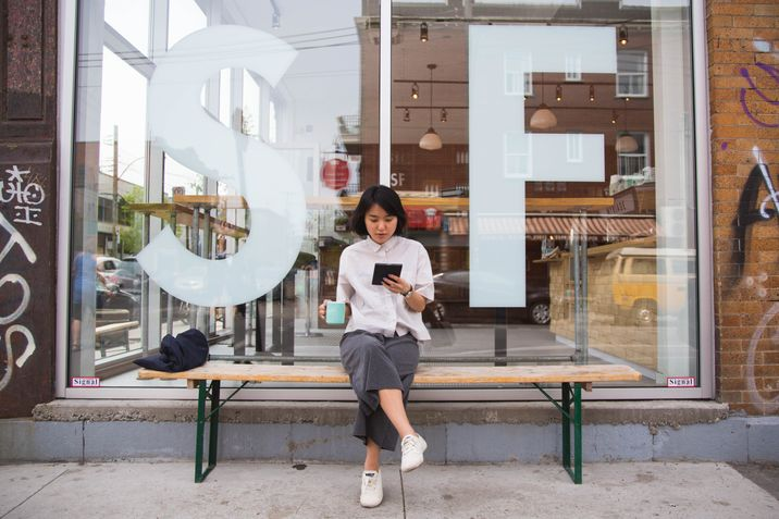 Yunjung Na enjoys an early afternoon coffee while reading her Kobo Aura H2O