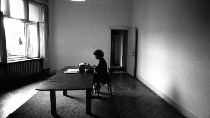 Writing-HandmaidsTale-Berlin-1984