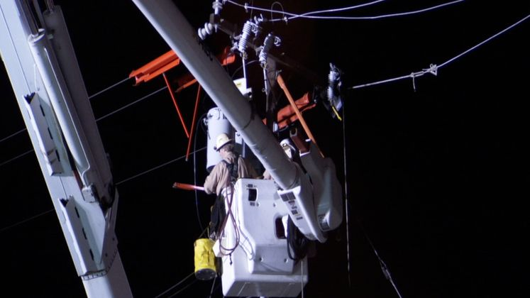 SCE crews work at night