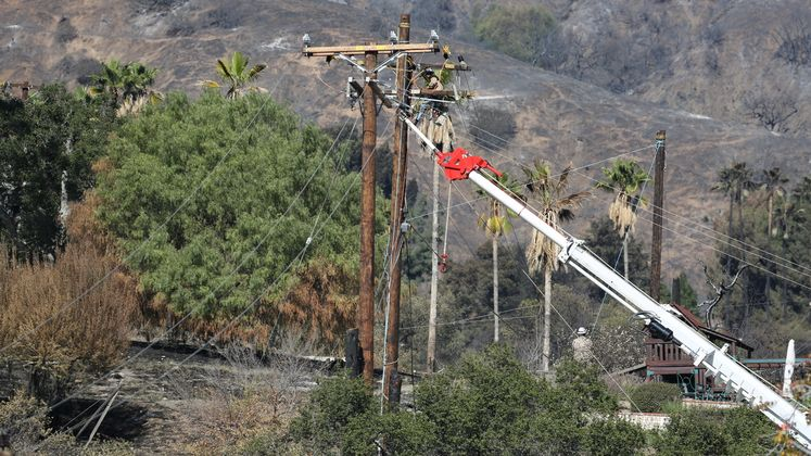 Colby fire and SCE crews