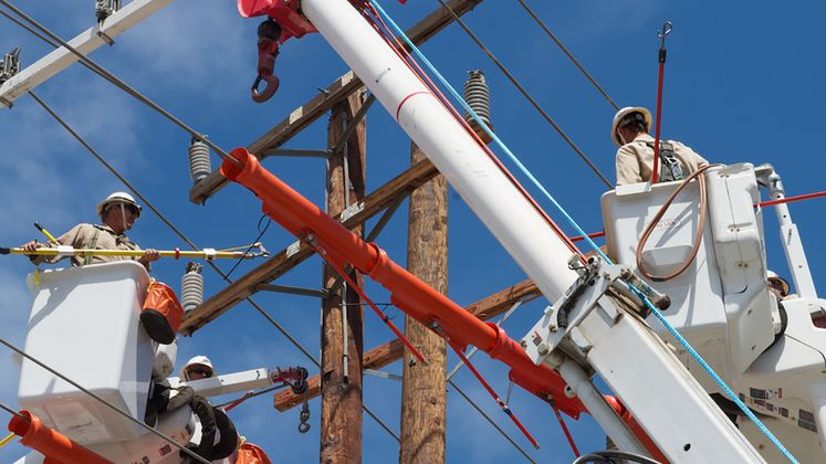 Crews Work to Restore Power in Hemet