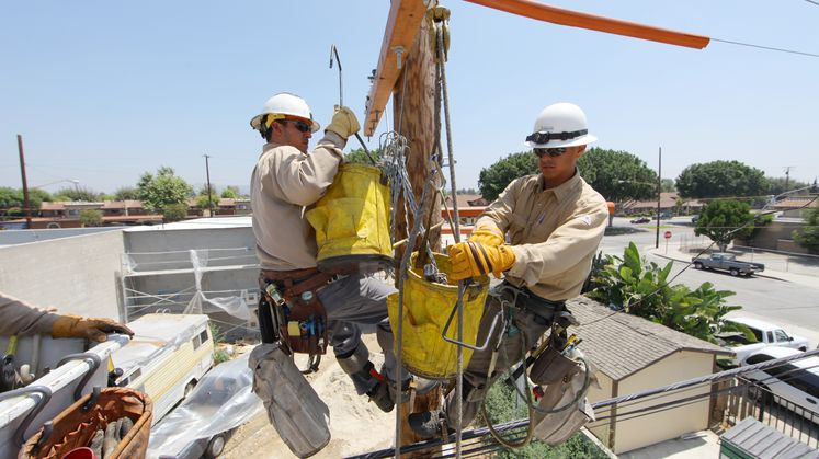 Field crews conduct maintenance on distribution pole (2)