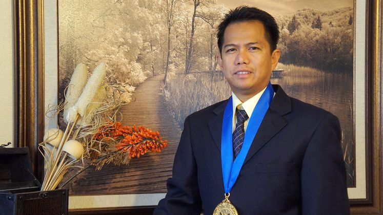 Roderick Dela Cruz wins presidential award