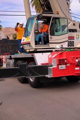 SCE crane crew replaces pole
