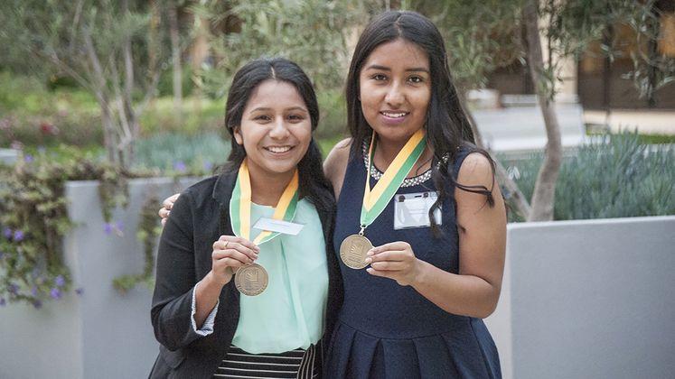 Las dificultades estimulan a dos compañeras de clase de Santa Ana a estudiar ingeniería