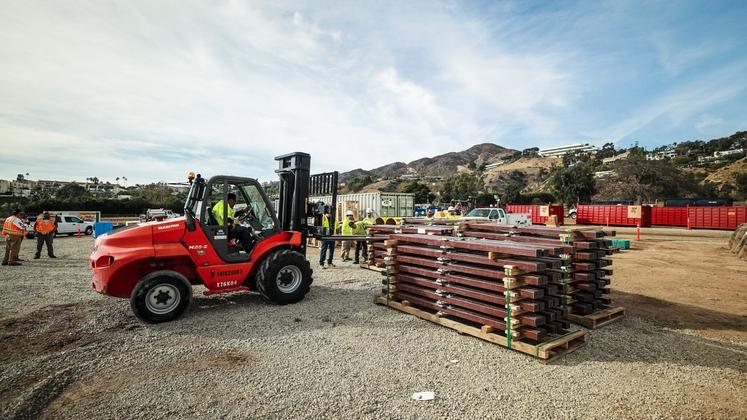 SCE crews make repairs in Malibu