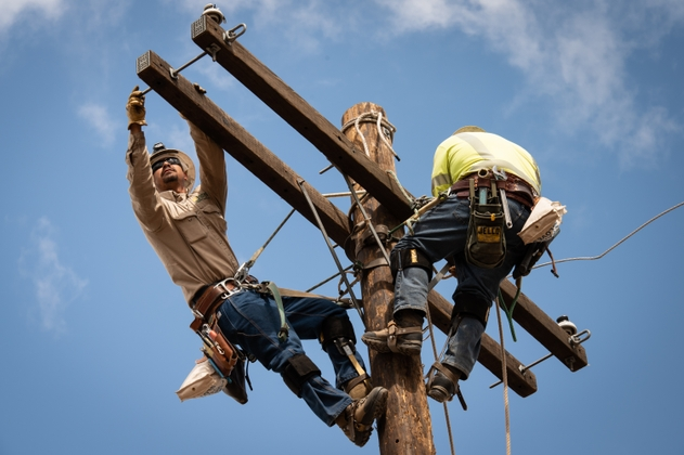 Two+linemen3_ElisaFerrari_4-4-19_201904161930