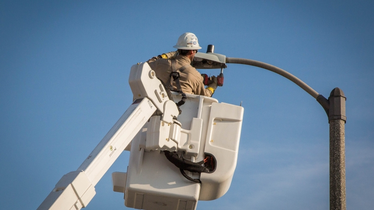 An SCE pilot program targets Compton, Inglewood and Ridgecrest for new photo-cell sensor streetlights that are brighter, smarter and will save energy.