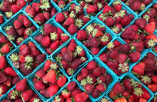 portland-farmersmarket-strawberries