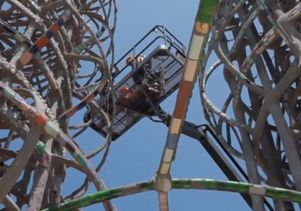 Click to open the large image: Watts Towers screenshot 3