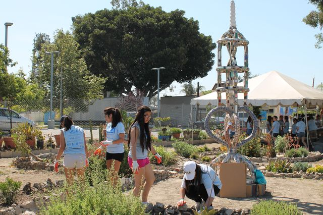 UCLA Volunteer Center project at Watts Towers