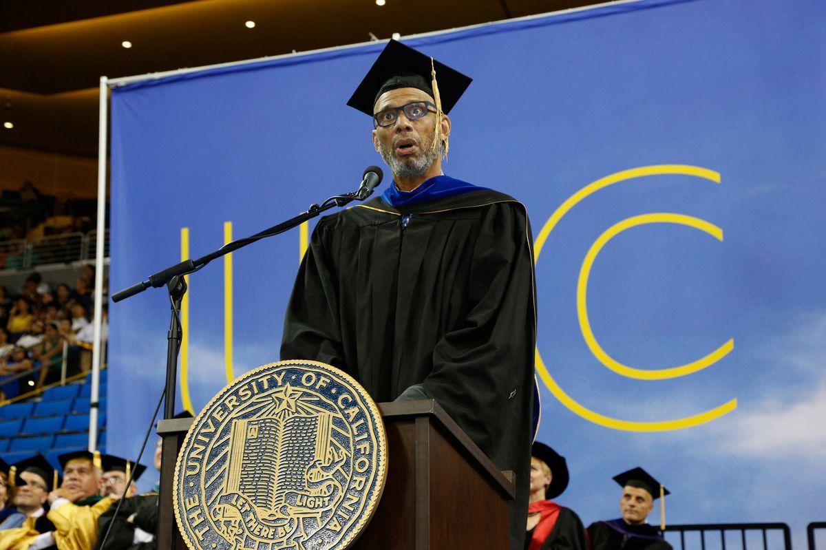 Abdul-Jabbar speaks to grads