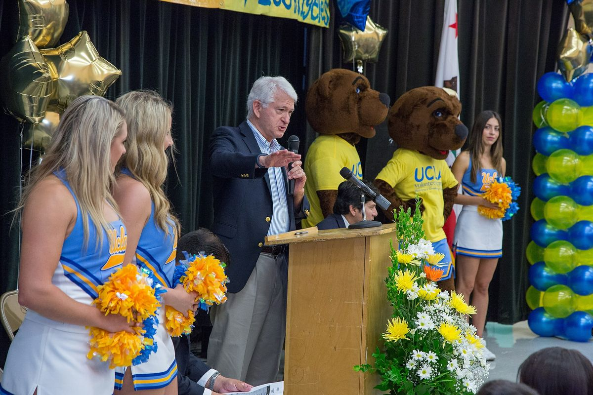 Volunteer Day 2014 Chancellor speaks at LA Elementary School