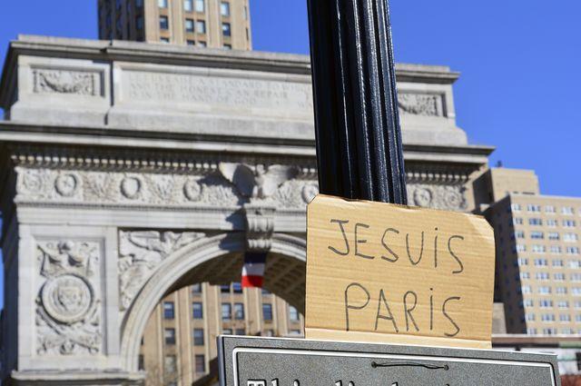 Signs of solidarity for Paris