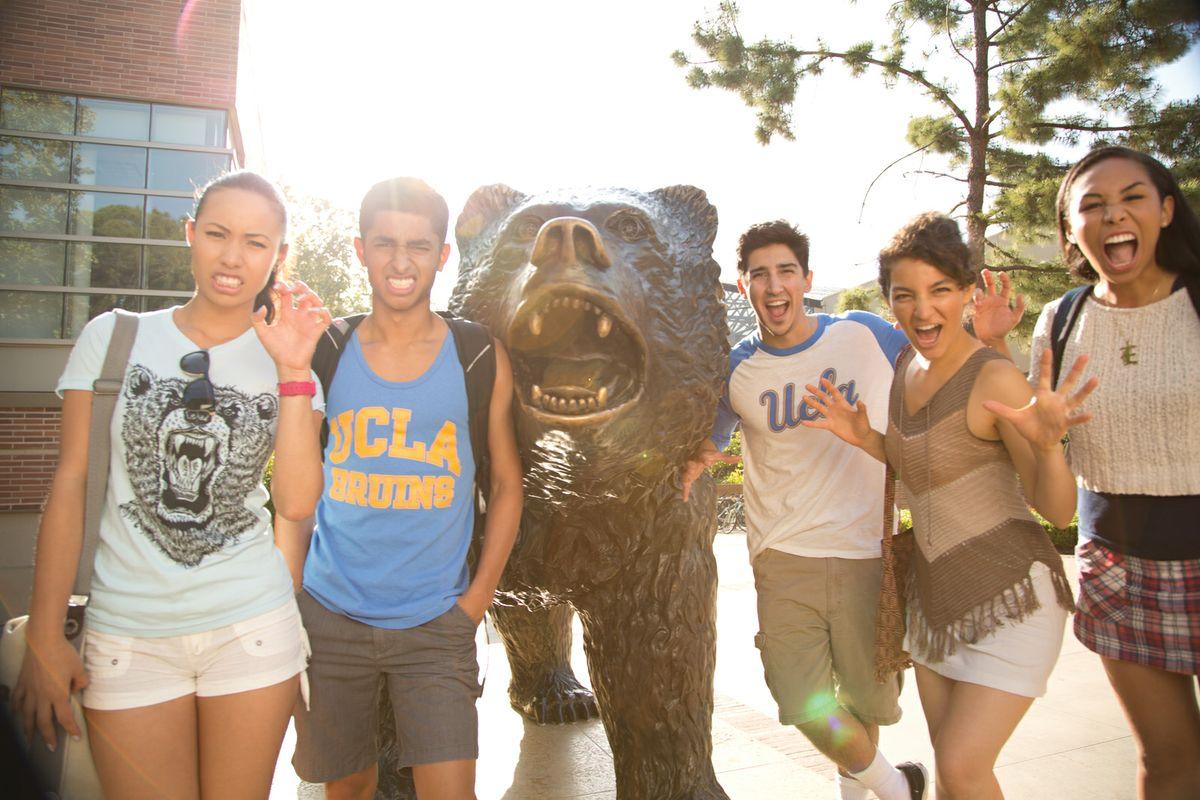 UCLA students on Bruin Walk