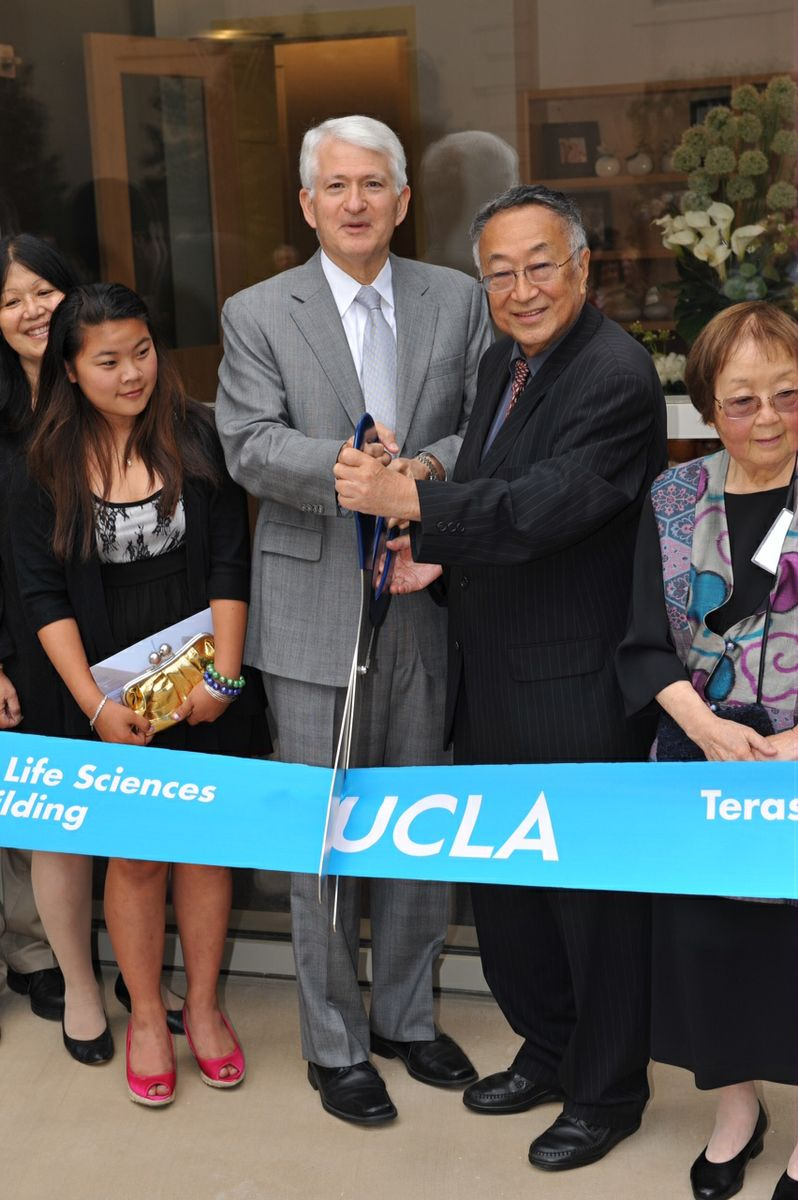 Terasaki at ribbon cutting