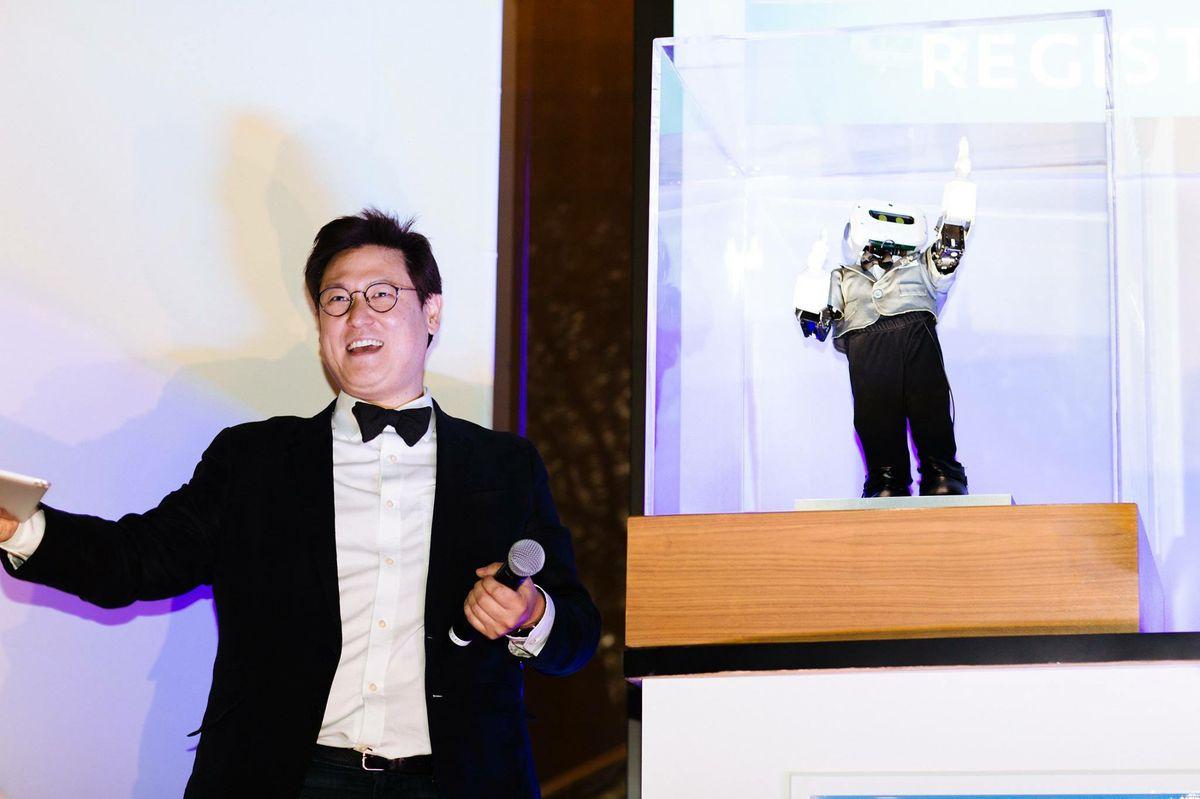 Dennis Hong and LARA