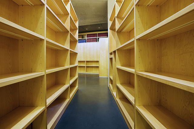 Emtpy-shelves