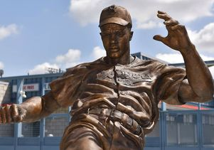 Statue of Jackie Robinson