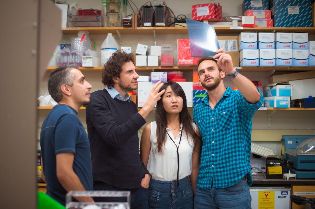 David Sabatini with members of his lab