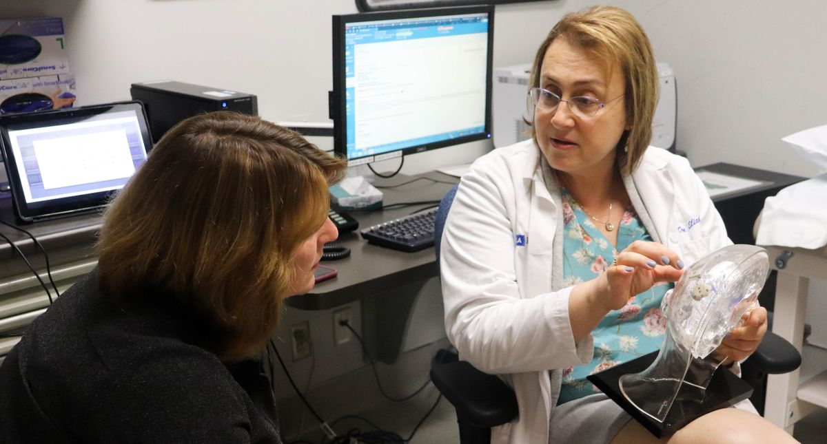 UCLA neurologist Dawn Eliashiv discusses RNS therapy with patient Sharon Shafer.