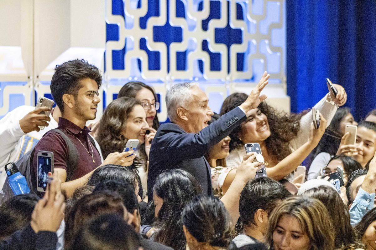 Jorge Ramos and crowd at Luskin Lecture