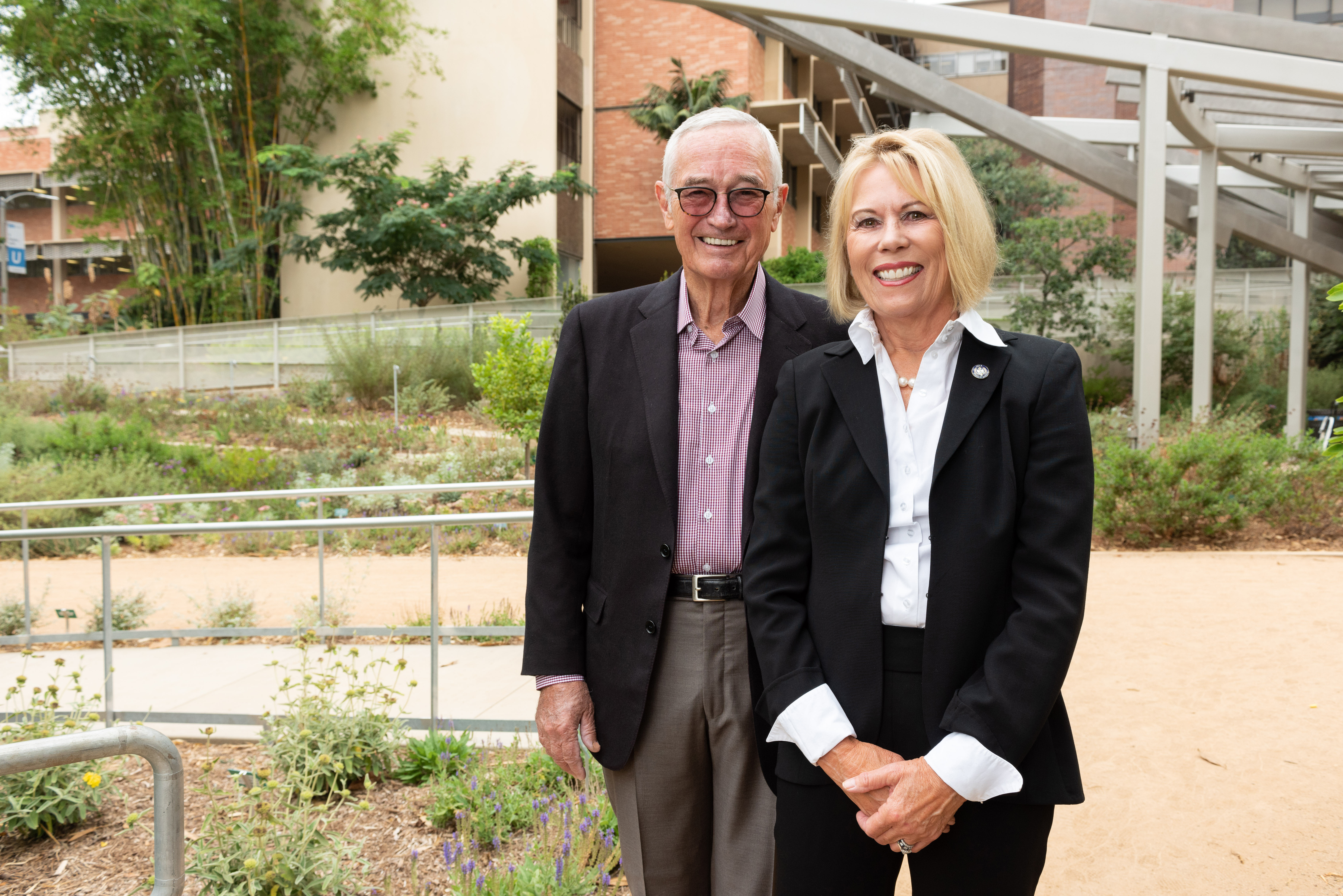 Longtime UCLA donors establish faculty chair in restorative dentistry