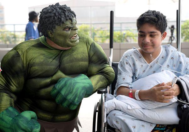 Click to open the large image: Superhero window washers 2019 Hulk