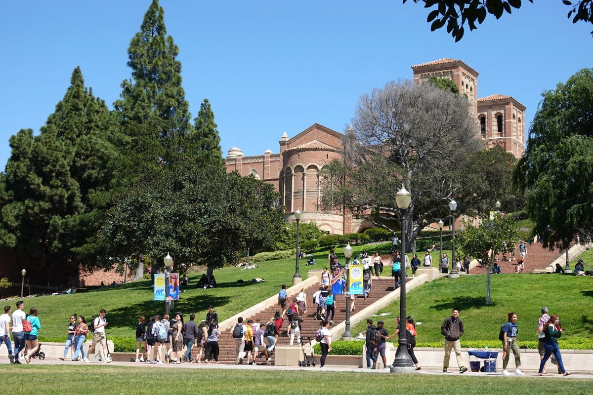 Students near Janss Steps