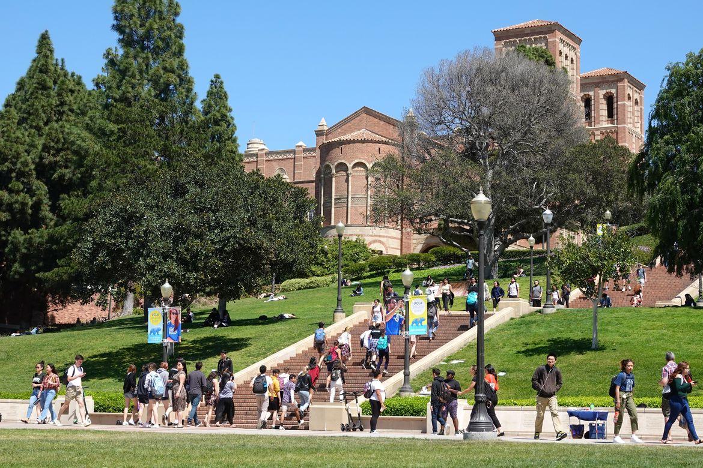 Students near Janss Steps