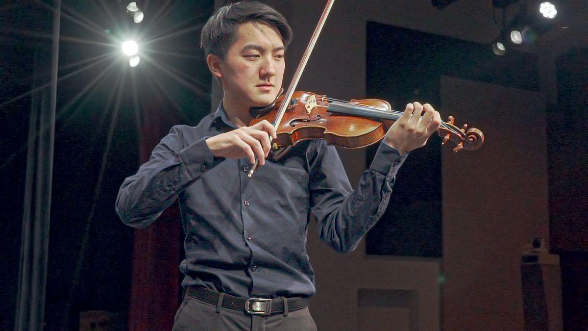 Elvin Hsieh playing UCLA Stradivarius