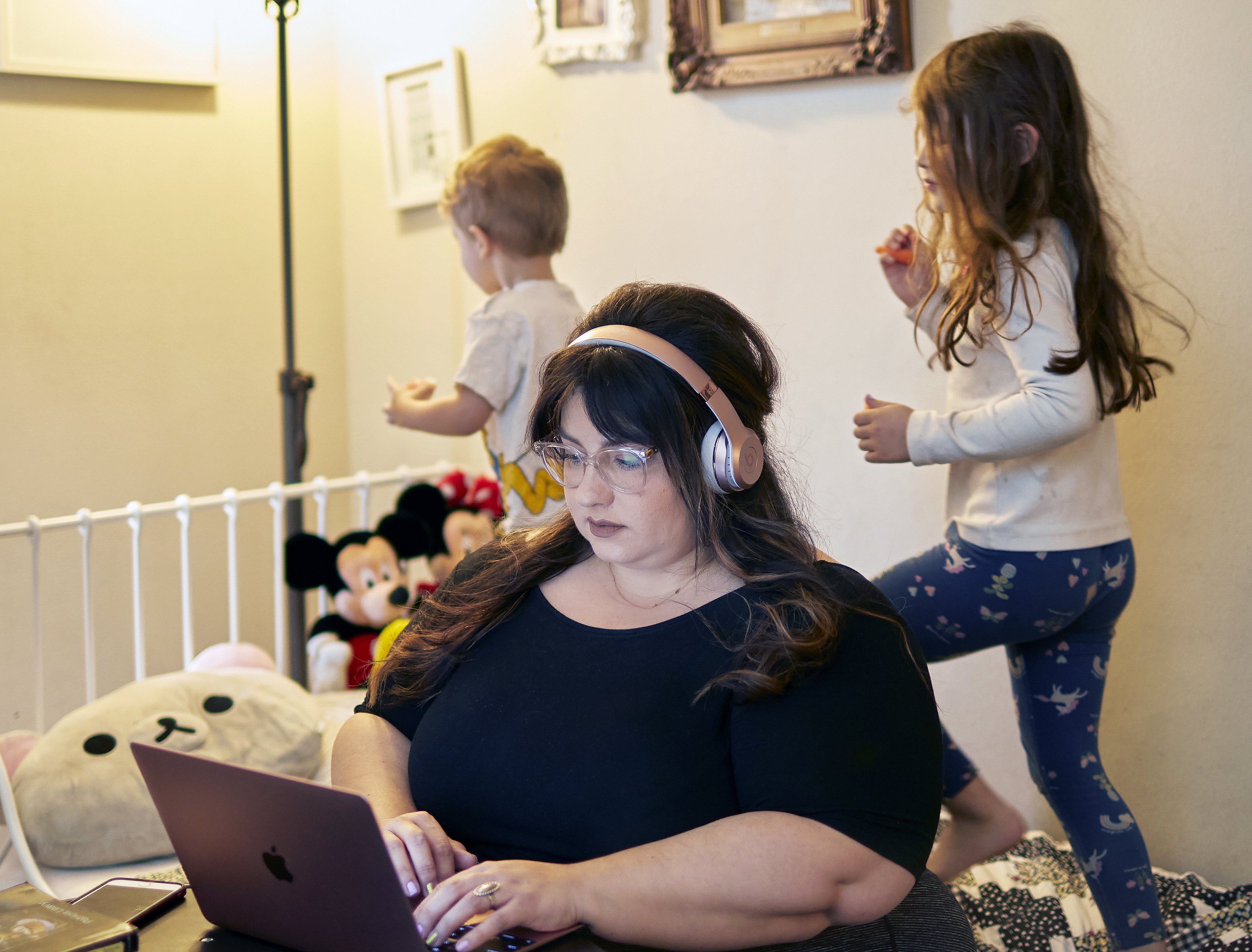 LeighAnna Hidalgo working at home with her children