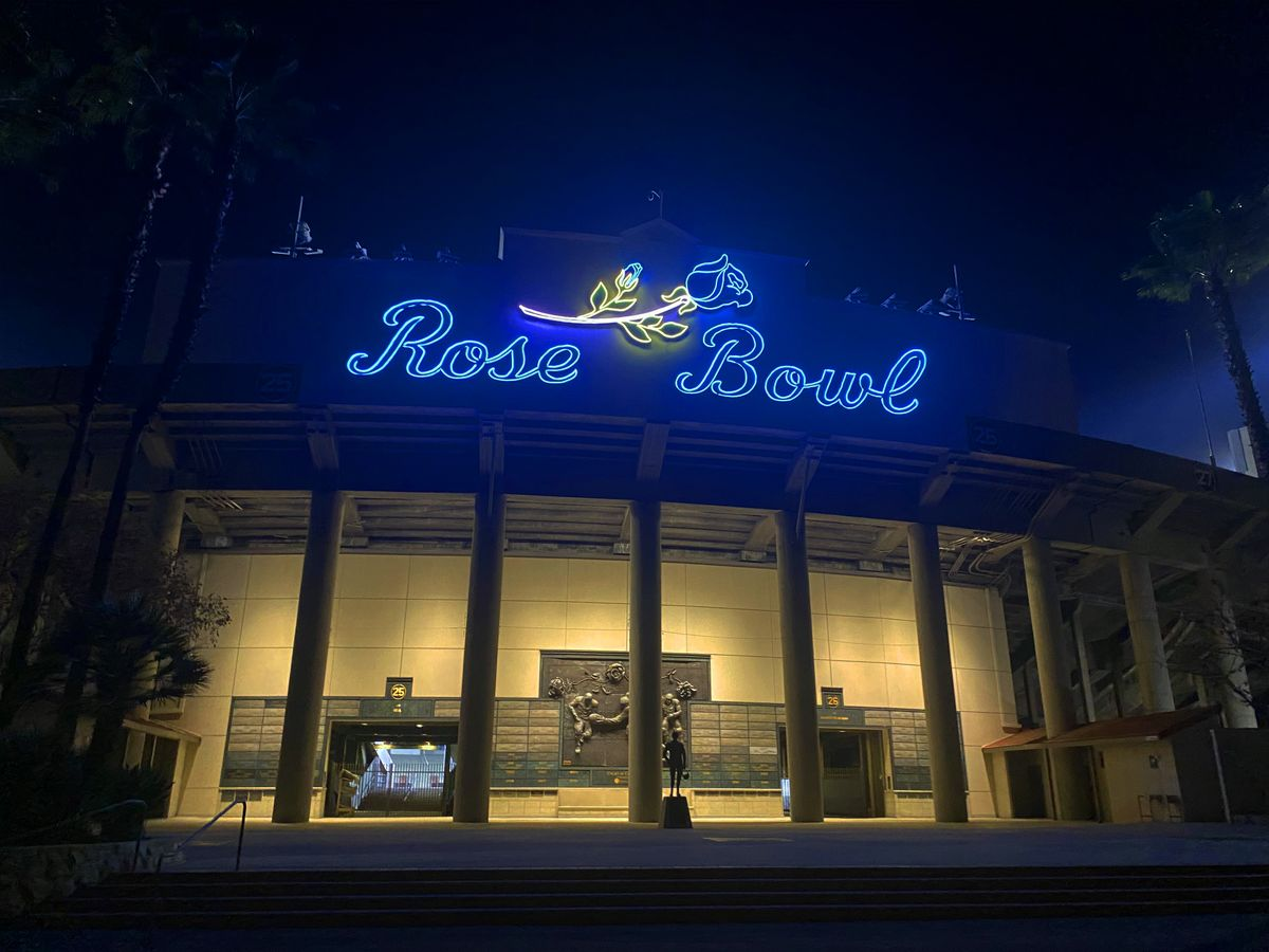 Rose Bowl in blue and gold