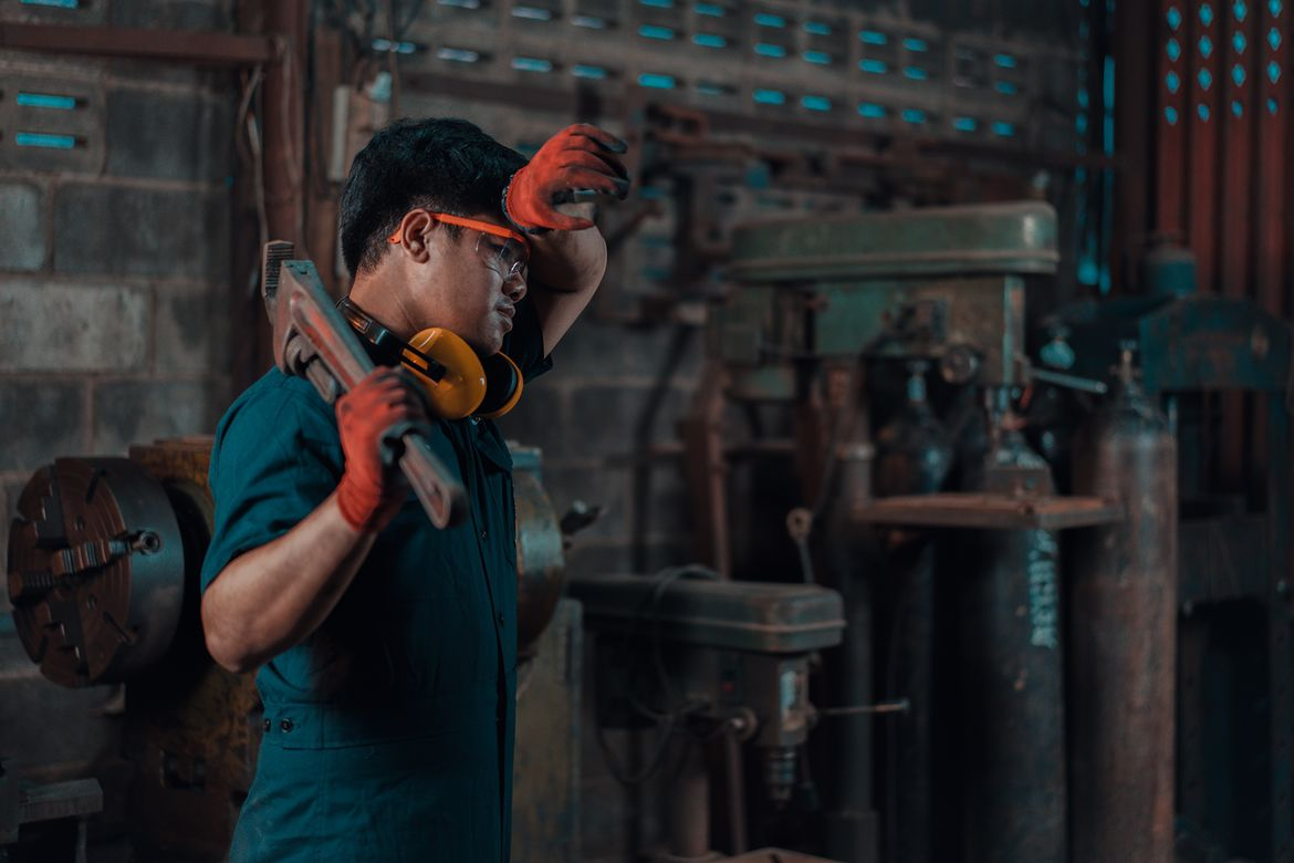 Worker in hot conditions