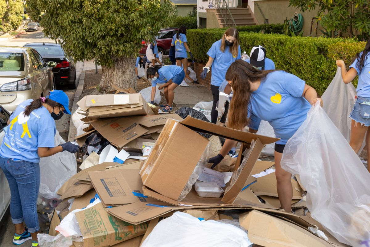 UCLA Volunteer Day 2021 Westwood cleanup