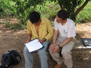 Jonathan Stieglitz(r) in Bolivia