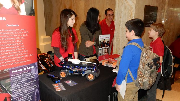 Children visiting the UNM Engineering booth