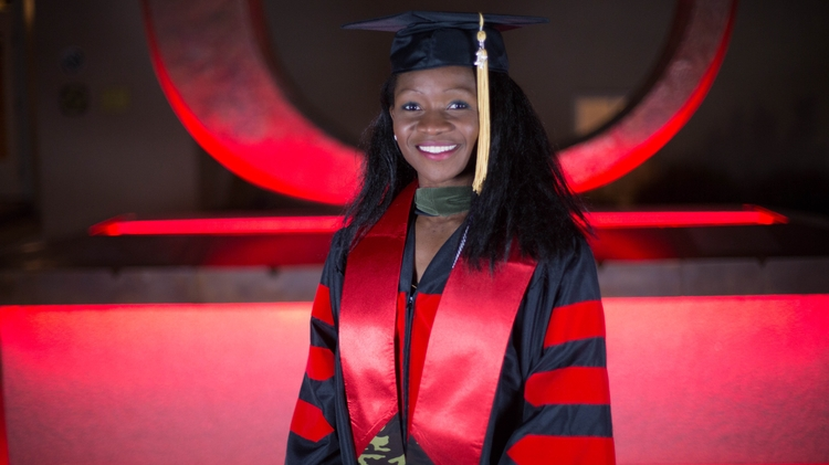 Grad photos sponsored by the UNM Alumni Association