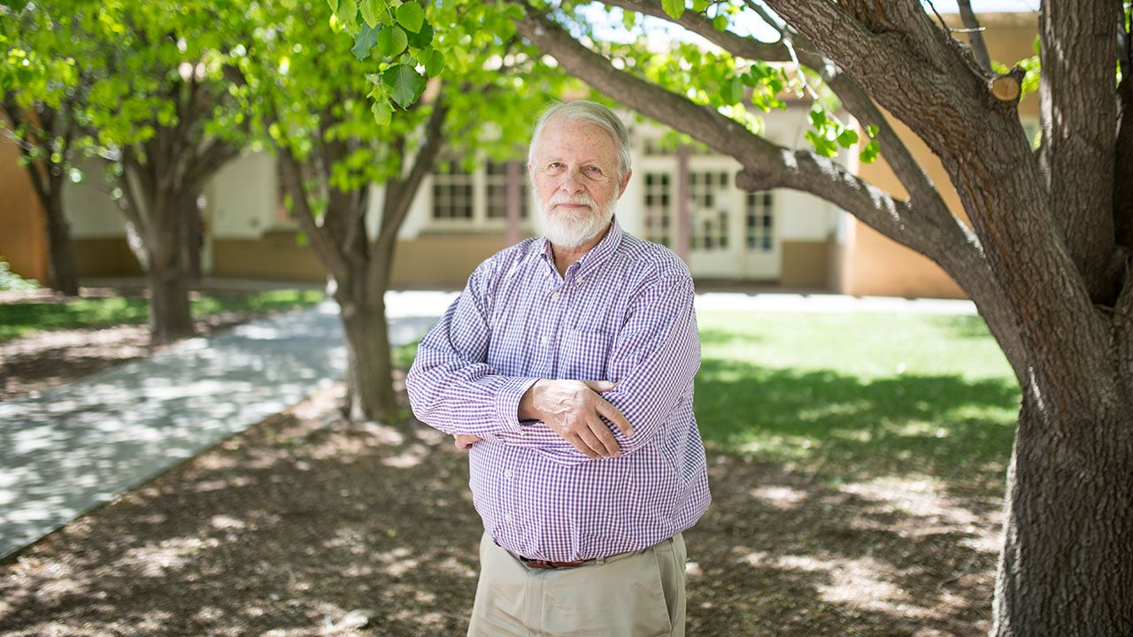 Chemistry professor says goodbye after 43 years at UNM