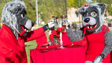 Diner en Rouge celebrates all things red during Homecoming 2017