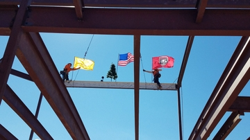 UNM celebrates PAÍS with beam raising ceremony