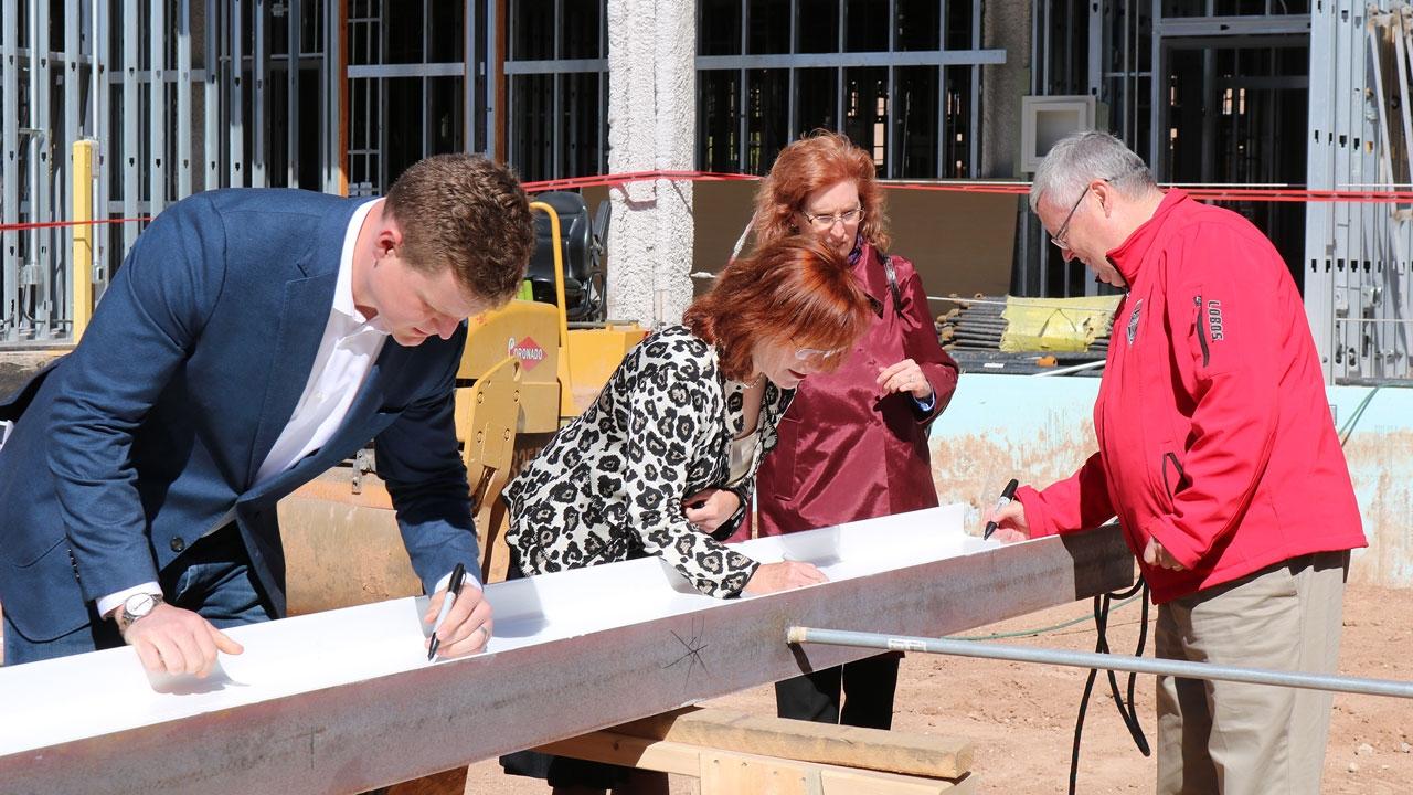 UNM officials sign beam