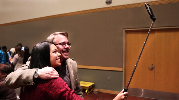 Vince Gilligan and a UNM student take a selfie