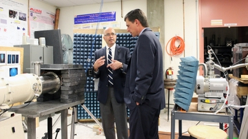 General Atomics donates to UNM electromagnetics lab
