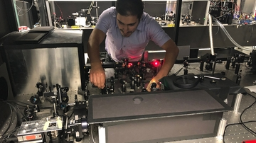 Students craft high-tech microscope 'from scratch'