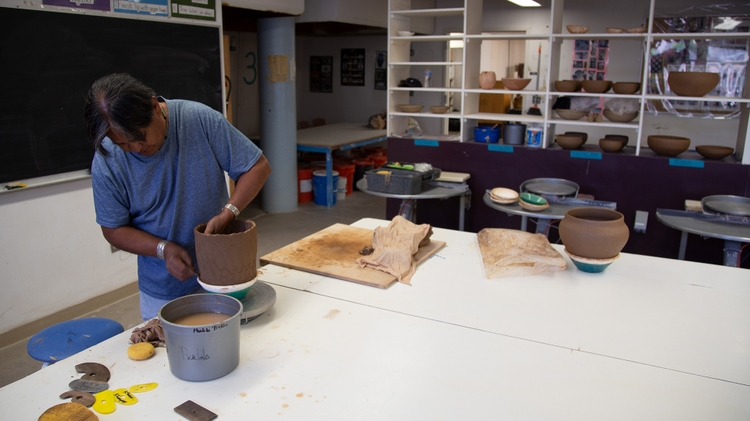 Making Pueblo pottery