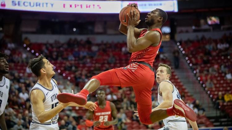 Lobos basketball player