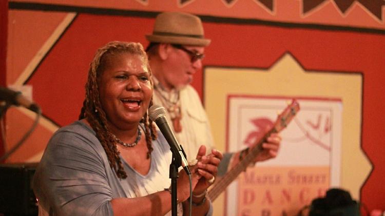 Singer Raven Rutherford