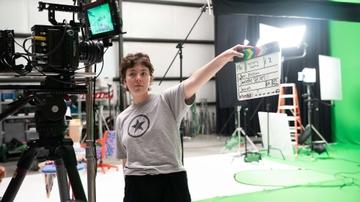 Sage Simpson on the set