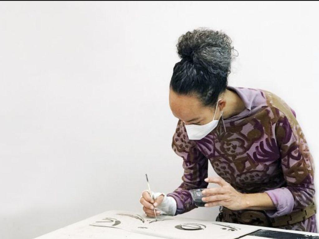 Tamarind artist Paula Wilson